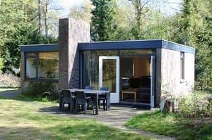 Vierpersoons vakantiehuisje in rustige bosrijke omgeving. Gelegen op ...